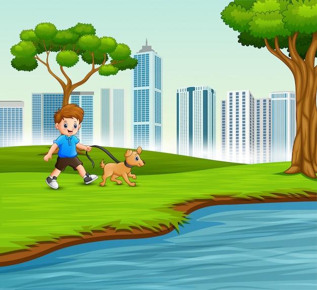 Weinig jongen met zijn huisdier dat door de rivier loopt