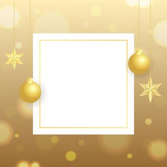 Wenskaart met hangende kerstballen en sterren versierd op gouden bokeh met ruimte voor uw tekst.