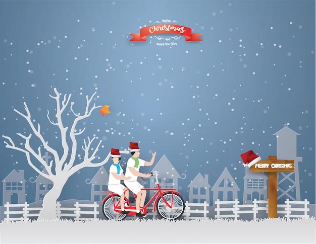 Wenskaart met paar rijden op een rode fiets in kerstmis