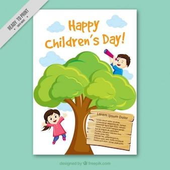 Wenskaart spelende kinderen in een boom