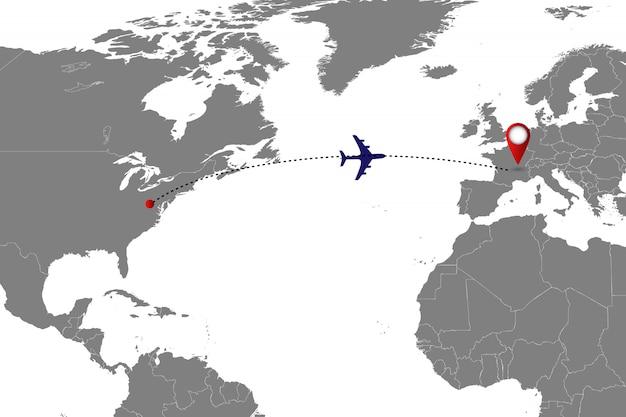 Wereldkaart met vliegtuigspoor.
