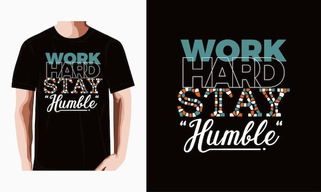 Werk hard, blijf bescheiden typografie tshirt ontwerp premium vector