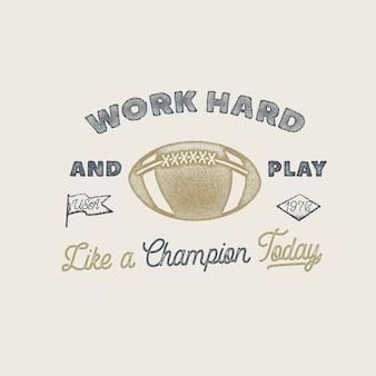 Werk hard en speel als een kampioen. amerikaans voetbal- of rugbybadge. voorraad