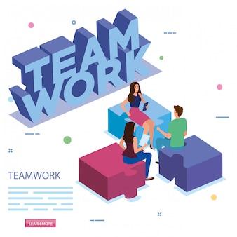 Werk team in vergadering met raadselstukken