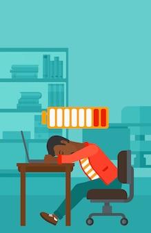 Werknemer slaapt op de werkplek