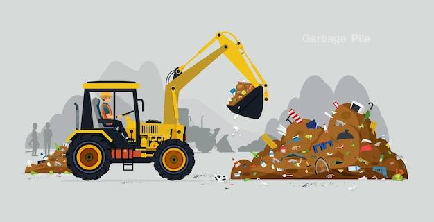 Werknemers besturen een graafmachine om het afval te verwerken.