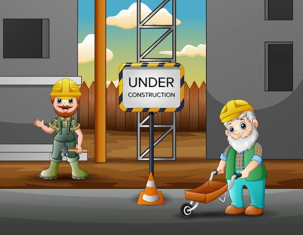 Werknemers die de bouw van het gebouw uitvoeren