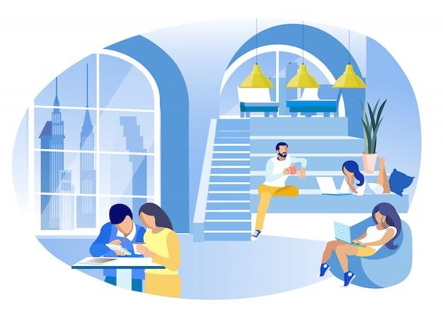 Werknemers met laptops en koffiekopjes ..