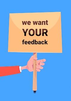 Wij willen uw feedback. hand houden boord banner voor zakelijke promotie en reclame. communicatie met klantenrecensies.