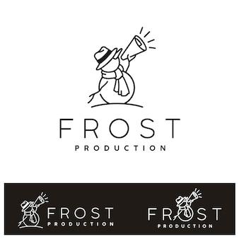 Winter sneeuwpop met megafoon. frost sneeuw film cinema productie-logo