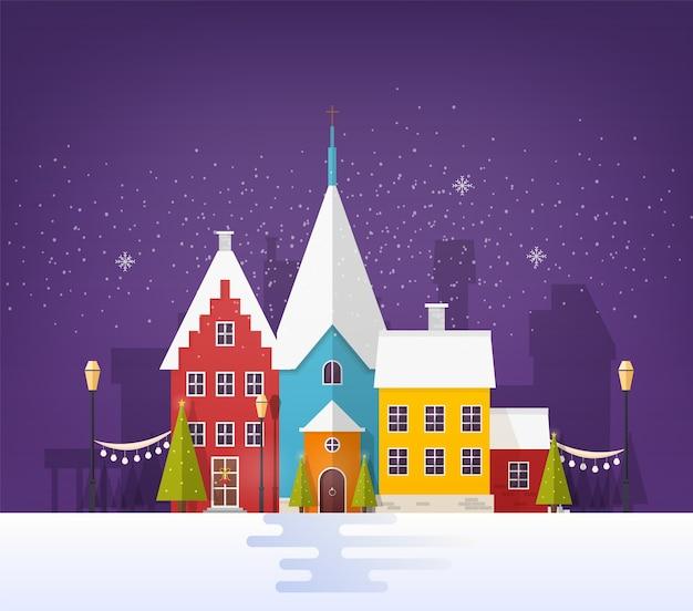 Wintercityscape of stedelijk landschap met gebouwen of huizen en feestelijke straatdecoraties in besneeuwde avond