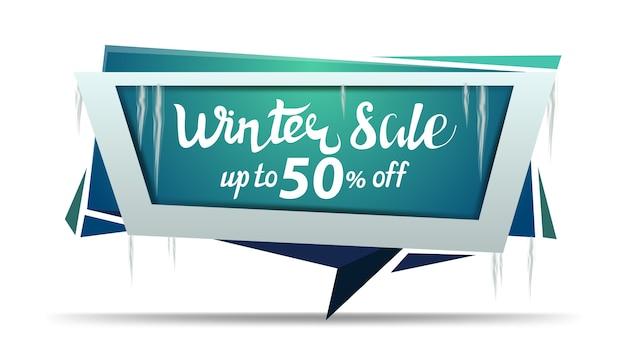 Winteruitverkoop, tot 50 korting, groene kortingsbanner in de vorm van een geometrische plaat met ijspegels