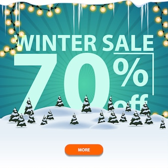 Winteruitverkoop, tot 70 korting, vierkante witte en blauwe kortingsbanner met winterlandschap, slinger, ijspegels en grote letters