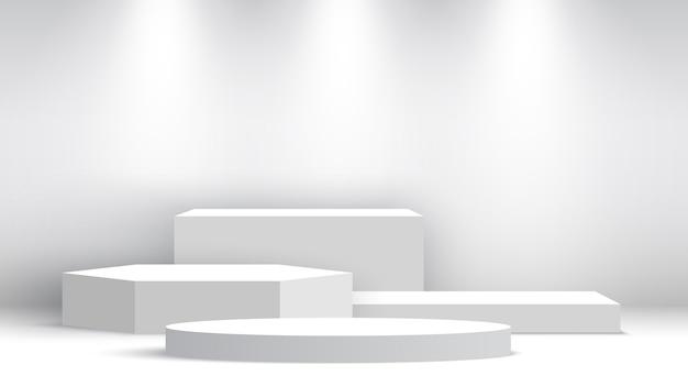 Wit leeg podium met schijnwerpers. beursstand. voetstuk. tafereel.