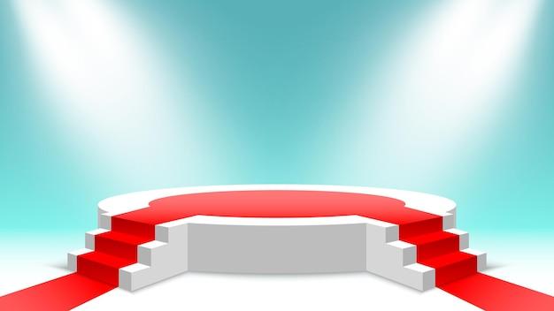 Wit rond podium met rode loper en trappen leeg voetstuk met treden en schijnwerpers