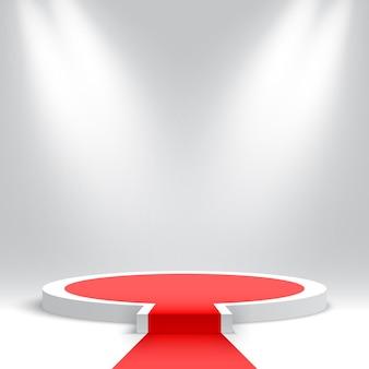 Wit rond podium met rode loper leeg voetstuk met opstapje en schijnwerpers