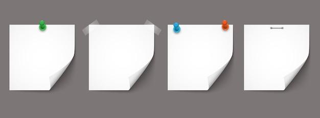 Witboek notities en stickers met schaduwen geïsoleerd op een grijze achtergrond. vectorset papieren herinneringen, realistische vectorsjablonen