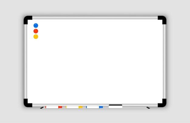 Witbord. realistisch leeg kantoor wit markeringsbord. whiteboard met markeerstiften en een spons