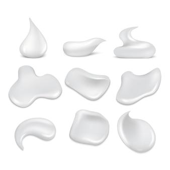 Witte crèmeslagen, mousse, schuim, schuimenset. schuimverzorging is soepel en zacht