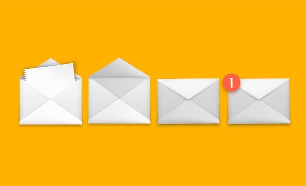 Witte enveloppen in verschillende posities gevouwen en ongevouwen envelopmodel op oranje achtergrond