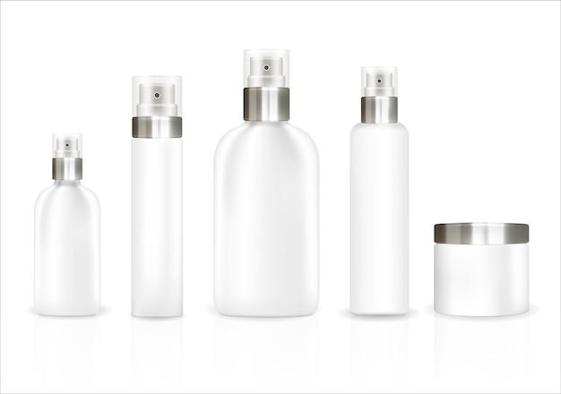 Witte kosmetische buis die op een witte achtergrond wordt geplaatst
