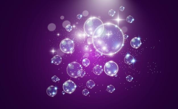 Witte mooie bubbels op een transparante achtergrond. zeepbellen.