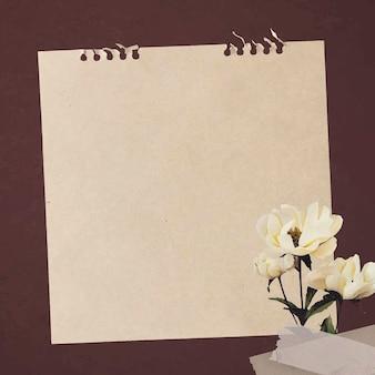 Witte pioenrozen op papier getextureerde achtergrond vector