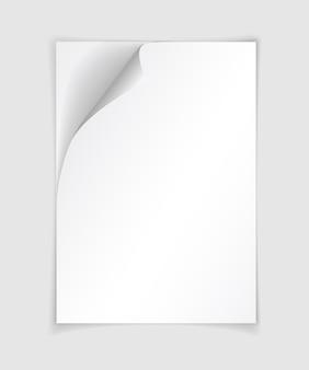 Witte realistische papieren pagina met gekrulde hoek. vel papier gevouwen met zachte schaduwen op lichtgrijze achtergrond.