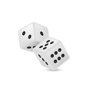 Witte realistische spel dobbelstenen pictogram tijdens de vlucht op wit wordt geïsoleerd