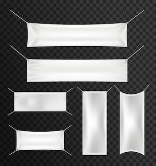 Witte textielbanners met vouwen die voor reclame, partij worden geplaatst