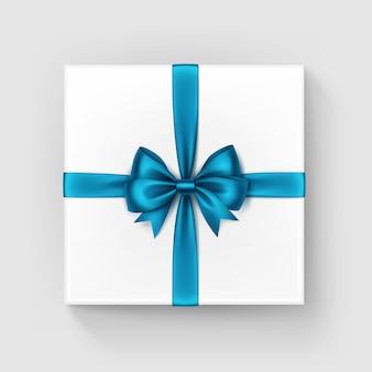 Witte vierkante geschenkdoos met glanzend blauw lint, bovenaanzicht