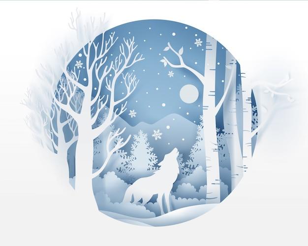 Wolf in bos met sneeuw in de wintertijd