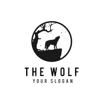 Wolf op de volle maanachtergrond in grungestijl
