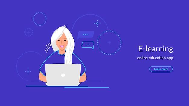 Youg vrouw werkt met laptop op haar bureau typen op toetsenbord. verlooplijn vectorillustratie van e-learning en studenten die thuis studeren. mensen die met laptop op violette achtergrond werken