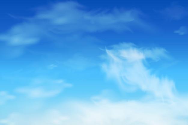 Zachte blauwe lucht en pluizige wolken