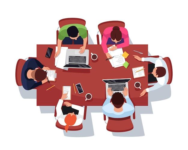 Zakelijke bijeenkomst semi platte rgb-kleur vectorillustratie. brainstormen in kantoor vergaderruimte. mannelijke en vrouwelijke werknemers geïsoleerde stripfiguren op een witte achtergrond