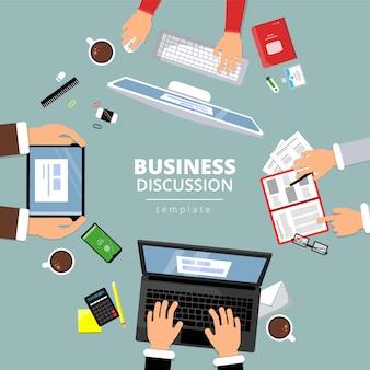 Zakelijke communicatie bovenaanzicht. financiën planningsdialoog tussen manager office items boeken laptop kennisgeving papieren handen wijzen