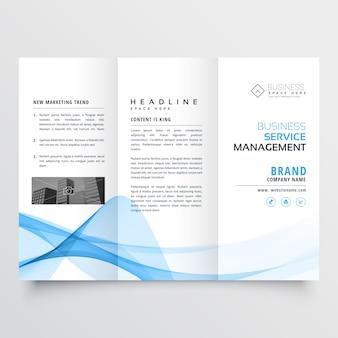 Zakelijke driebladige brochure design met blauwe abstracte golvende vorm