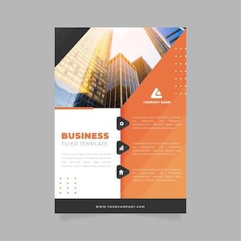 Zakelijke flyer afdruksjabloon met gebouwen