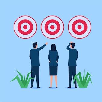 Zakelijke man en vrouw kiezen tussen drie doelen