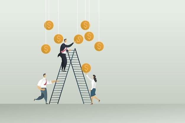 Zakelijke mensen groeperen winst door zakenman die een munt vasthoudt
