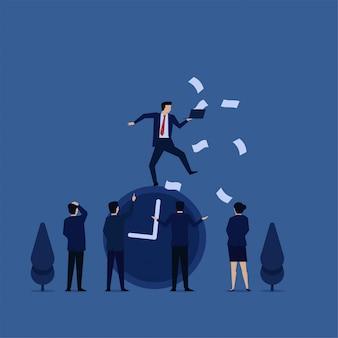Zakelijke platte vector concept zakenman jongleren boven klok met laptop en papierwerk metafoor van time management.