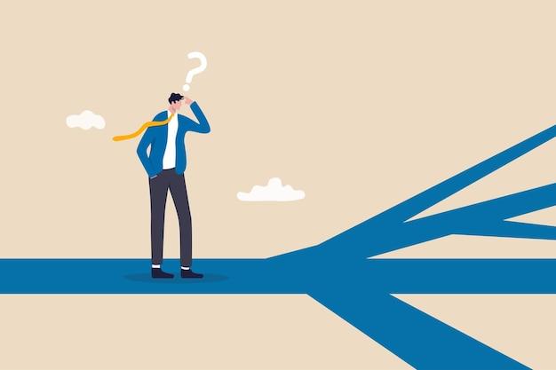 Zakelijke richting, opties of meerdere paden kiezen, beslissing nemen voor loopbaanpad of bedrijfsgroei, paradox van keuzeconcept, verward zakenman denken, beslissing nemen over meerdere routes vooruit.