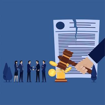 Zakelijke teamhanddruk voor geannuleerd vonnis met geld
