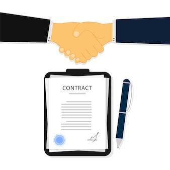 Zakenlieden schudden elkaar de hand na ondertekening van een contract