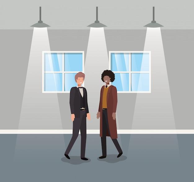 Zakenlui koppelen in gang kantoor