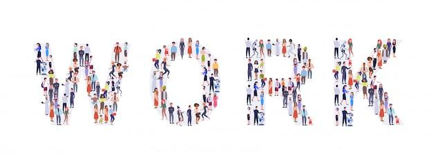 Zakenlui menigte verzamelen in de vorm van werk woord mix ras mannen vrouwen casual mensen groep eendrachtig samen sociale media gemeenschap concept volledige lengte horizontaal