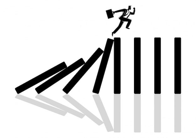 Zakenman die bovenop domino-effect wordt uitgevoerd