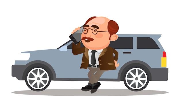 Zakenman die in de buurt van de auto staat en via de mobiele telefoon spreekt.