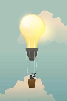 Zakenman die naar kansen op de ballon van de bollamp zoeken.